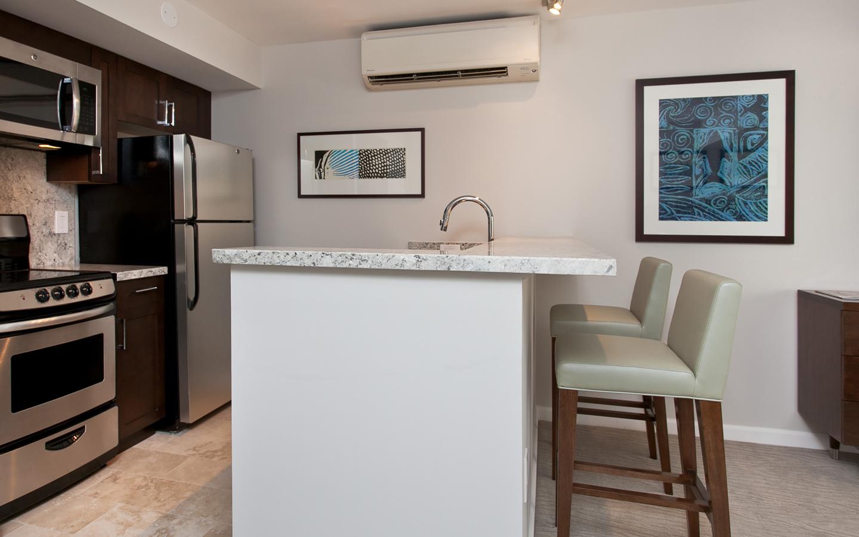 rooms at ilikai hotel luxury suites aqua aston hotels rh aquaaston com marriott hotels that have kitchens hotels that have kitchens in colorado springs