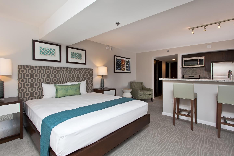 rooms at ilikai hotel luxury suites aqua aston hotels. Black Bedroom Furniture Sets. Home Design Ideas