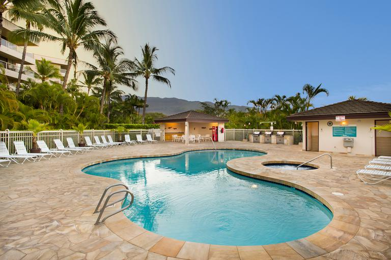 aston-at-the-maui-banyan-pool-768x511.jpg
