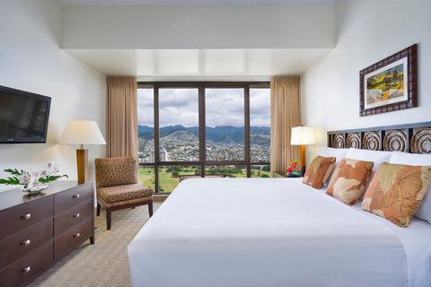 aston-waikiki-sunset-mountain-bedroom-480x320.jpg