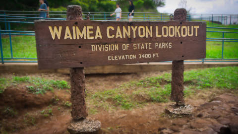 waimea-canyon-lookout-sign-480.jpg